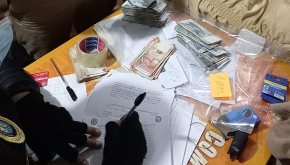 En el operativo a cargo del Segundo Despacho de la Fiscalía Especializada en Delitos de Corrupción de Funcionarios de Junín se encontró una maleta con cerca de medio millón de soles. (Foto: Twitter /Ministerio Público)