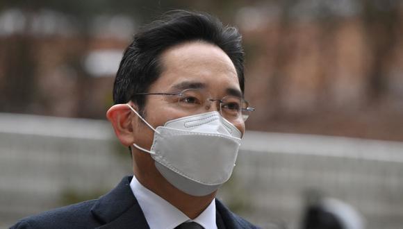 Lee Jae-yong, vicepresidente de Samsung Electronics, llega a un tribunal para un juicio por su escándalo de soborno que involucra a la ex presidenta surcoreana Park Geun-hye, en Seúl, el 18 de enero de 2021. (Foto de Jung Yeon-je / AFP).