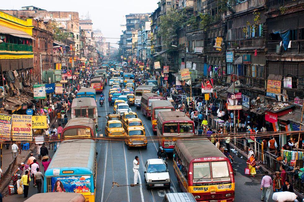 Foto 1 |  Calcuta, India. La ciudad de la India ocupa el primer lugar como la ciudad con tráfico más lento en el mundo con una media de 65.53 minutos desde un punto de partido al trabajo (un solo tramo).