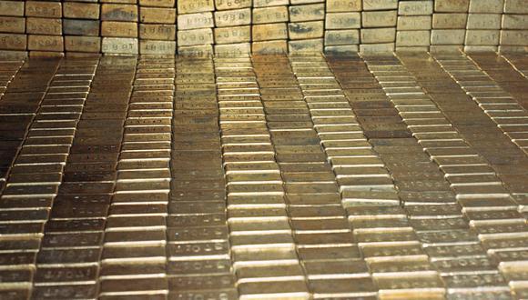 El oro, considerado como un refugio ante la inflación y las pérdidas cambiarias luego de olas de estímulos monetarios, tiende a beneficiarse de las bajas tasas de interés. (Foto: AP)
