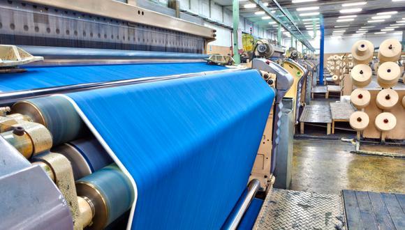 La industria textil es la segunda más contaminante del mundo después de la petrolera, produce el 20% de las aguas residuales y el 10% de las emisiones de carbono en el mundo. (Foto: iStock)