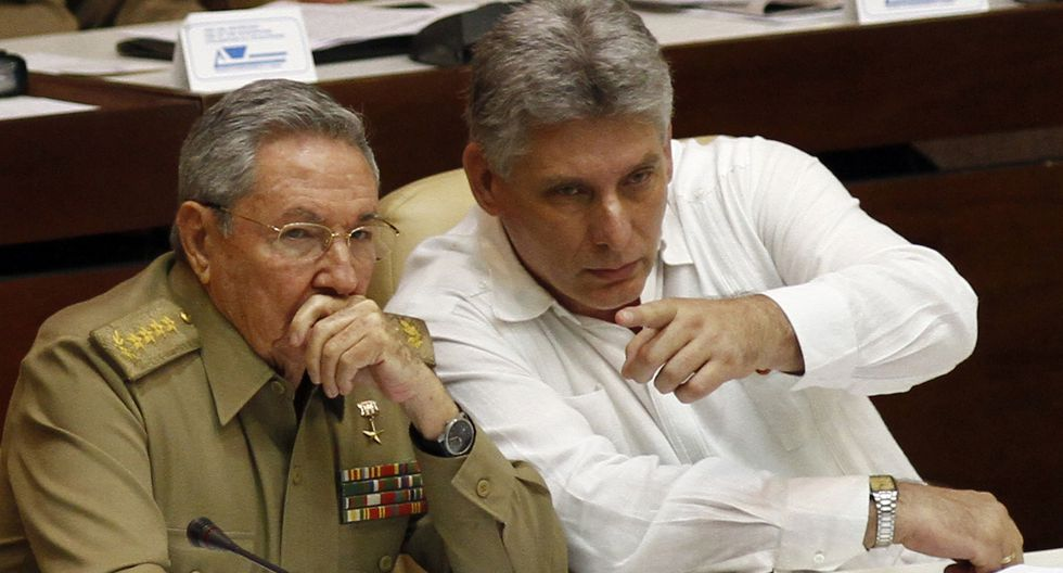 Raúl Castro y su sucesor Miguel Díaz-Canel.
