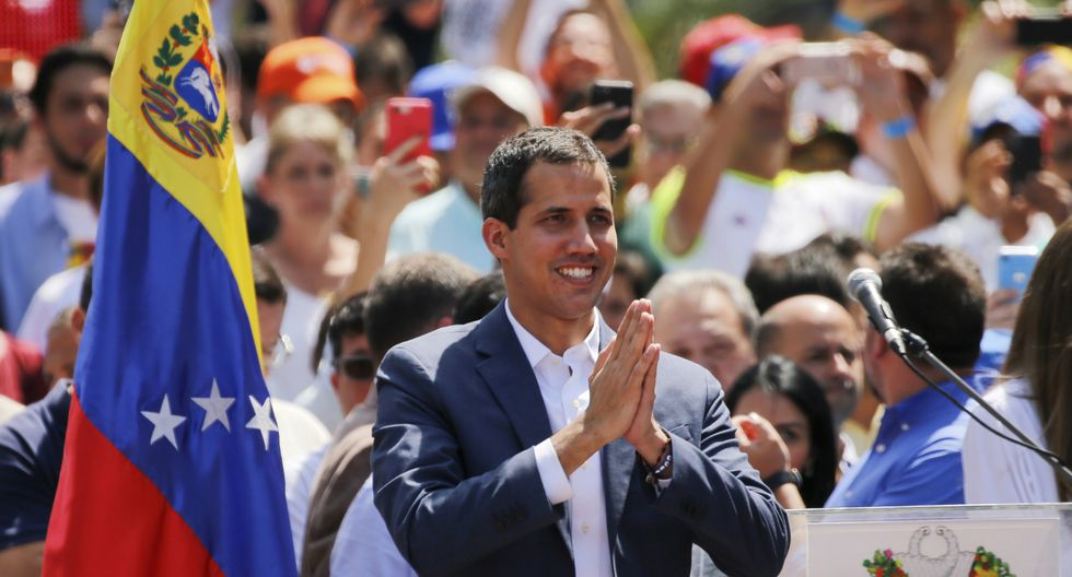 Juan Guaidó avanza en su movilización contra el mandato de Nicolás Maduro. (Foto: AP)