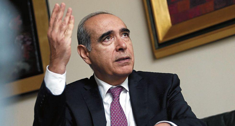 """Roberto Abusada: """"O retomamos el rumbo, con políticas sensatas, o vámonos para Venezuela todos"""". (Foto: César Fajardo /GEC)"""