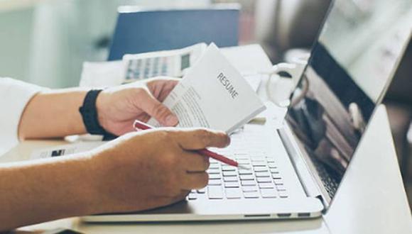 Existen altas posibilidades de que los empleadores se den cuenta que mintió en su currículum. (Foto: iShock)
