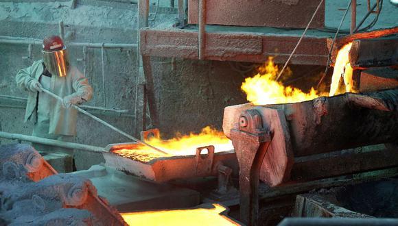 """""""La perspectiva fundamental para el cobre sigue siendo extremadamente alcista sin evidencia de que los niveles de precios actuales aún estén estimulando los efectos de suavización para revertir las tendencias de ajuste fundamental tanto spot como de futuros"""", escribieron analistas de Goldman, incluido Nicholas Snowdon, en el informe. (Foto: Reuters)"""