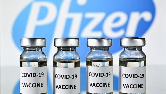 La vacuna de Pfizer — como las de Moderna y Johnson & Johnson — siguieron siendo testadas en miles de personas para establecer su seguridad y eficacia frente a la enfermedad. (Foto: AFP).