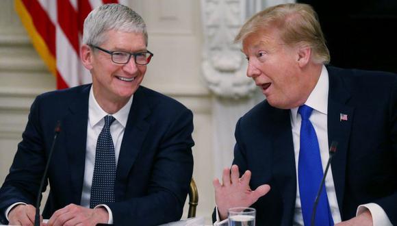 Donald Trump y Tim Cook, CEO del gigante tecnológico Apple. (Foto: Reuters)