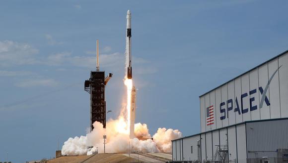Los 57 satélites lanzados por SpaceX se separaron sin problemas del cohete reutilizable Falcon 9 lanzado desde el Centro Espacial Kennedy de Cabo Cañaveral (Florida).