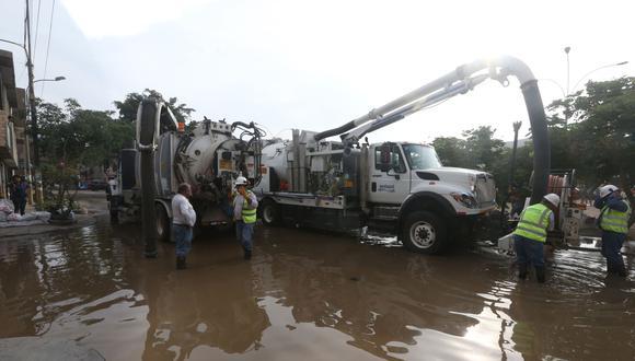 Francisco Quezada, gerente de Gestión de Aguas Residuales de Sedapal, mencionó que están haciendo los trabajos necesario para reanudar el servicio de agua, que espera se retome mañana a primera hora o de manera parcial. (Foto: Andina).