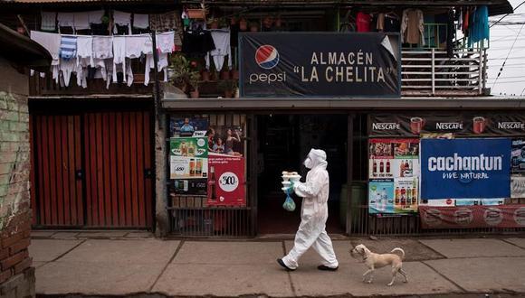 Las autoridades chilenas han reconocido que la cuarentena no está dando los resultados que se esperaban porque la movilidad sigue siendo alta y pidieron a las empresas que no brinden servicios esenciales dejar de operar. (Foto: EFE/Alberto Valdés).