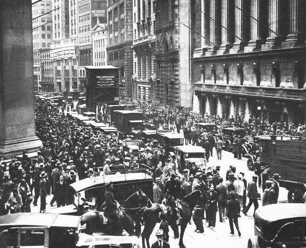 FOTO 1 | - 28 octubre de 1929: Jueves negro, el índice cae un 13%. (Foto: historia.com)