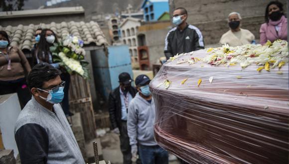 Una de las principales causas que destaca el Concytec es la desatención de años de la sanidad pública, desbordada durante la pandemia de COVID-19. (Ernesto BENAVIDES / AFP)