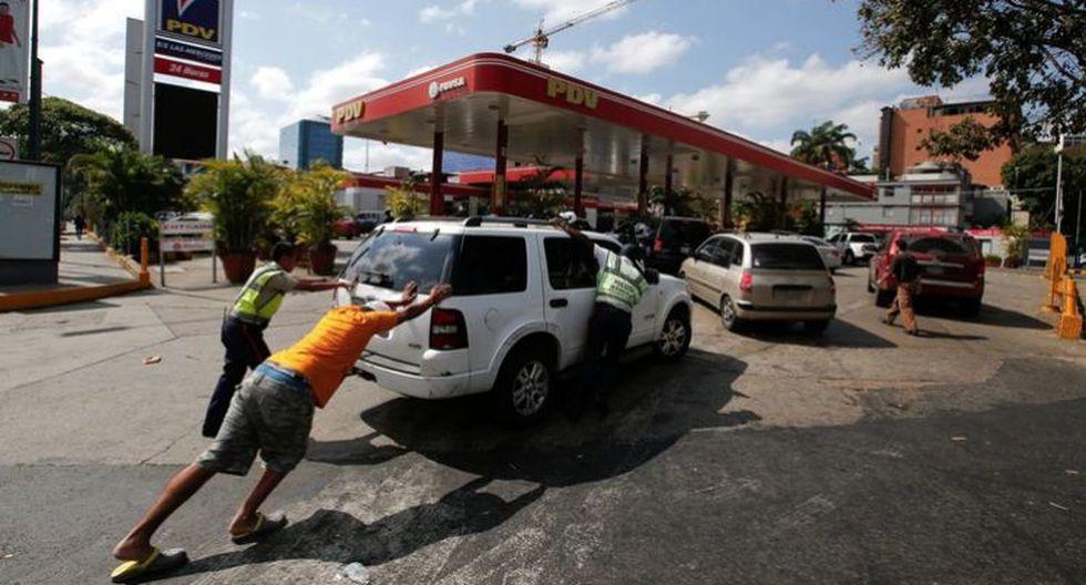 El consumo de combustible en Venezuela se calcula en 190,000 barriles por día (bpd), según datos de la estatal petrolera PDVSA citados por el líder sindical petrolero, Iván Freites. (Foto: AP)