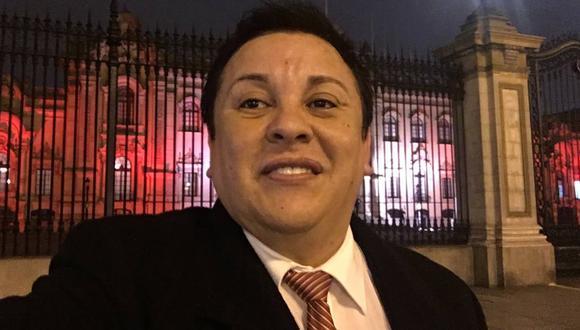 La fiscalía investiga contratación del Ministerio de Cultura al polémico compositor 'Richard Swing'. (Foto: Facebook Ricardo Cisneros)