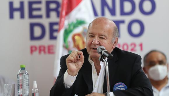 Hernando de Soto dijo que su esposa de 52 años también se vacunó con él en Estados Unidos. (Lino Chipana Obregón / @photo.gec)