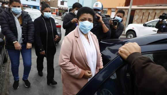 Congresista Martha Moyano llegó a la morgue del Callao donde indicó que no llegó a ver el cuerpo de Abimael Guzmán porque está lacrado. (Eduardo Cavero/ @photo.gec)
