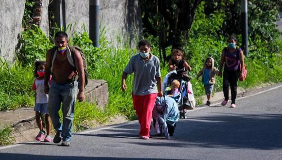 El 82% de los venezolanos no reciben agua de manera continua y la que se recibe, a veces, no es potable. Hoy, poco más del 10% de la población utiliza pozos sépticos. (Foto: EFE)