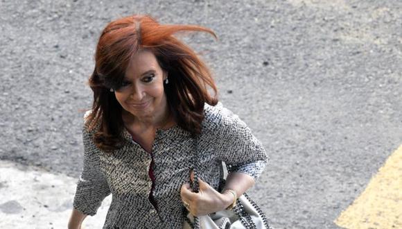 """Fernández de Kirchner está procesada también en la causa llamada """"cuadernos de corrupción"""" por precios cartelizados y sobornos en la obra pública, que involucra a un centenar de empresarios y exfuncionarios. (Foto: AFP)"""