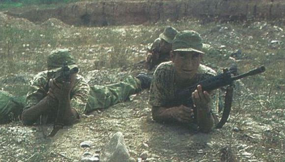 """Ante un movimiento masivo de tropas ecuatorianas en la zona de conflicto, las FF.AA. del Perú ordenaron """"alerta roja"""" a nuestros soldados ubicados en la frontera, informó EFE."""