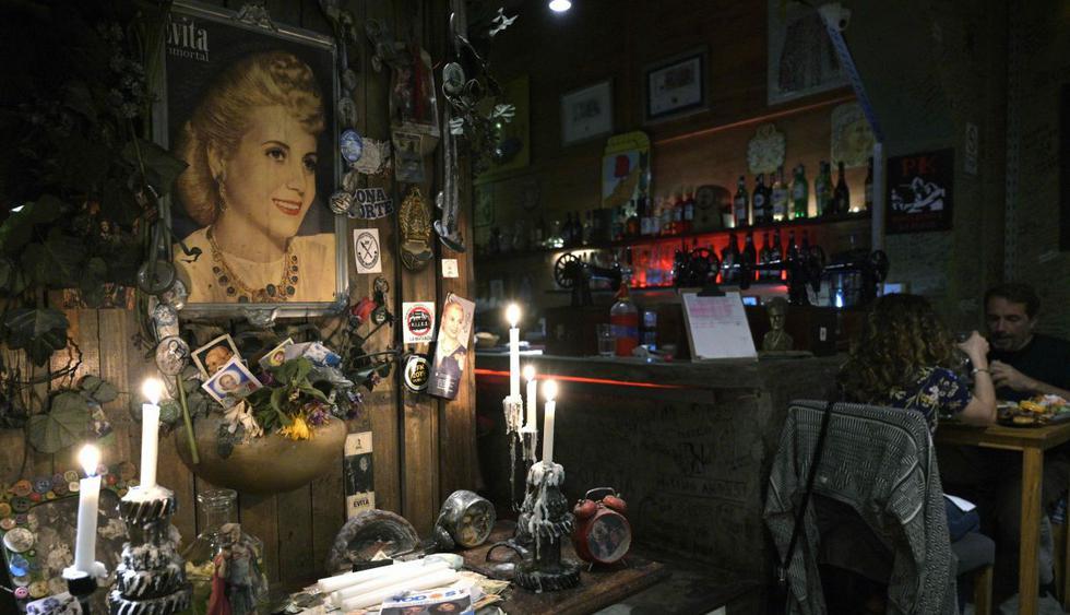 Evitas y Perones se multiplican en las calles y bares de Buenos Aires. (Foto: AFP)