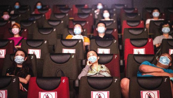 Para poder ingresar a la sala de cine deberás seguir una serie de protocolos de bioseguridad. Foto: Andina