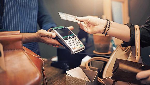 Afectados por topes. Serán excluidos del sistema financiero o sufrirán el recorte de líneas de sus tarjetas de crédito. (Foto: iStock)