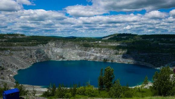 Durante cerca de un siglo, el amianto, y la cercana masiva mina de Jeffrey, hicieron que la localidad floreciese convirtiese a Canadá en uno de los mayores exportadores mundiales de este mineral. El amianto de Asbestos era utilizado en múltiples aplicaciones: desde aislamiento en techos hasta tuberías pasando por los polvos de talco. (Foto: Eric THOMAS / AFP)