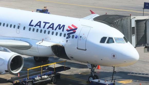 Latam ofrece vuelos entre las principales ciudades de América del Sur y EE.UU., así como rutas domésticas dentro de Chile, Brasil, Colombia, Perú, Argentina y Ecuador.