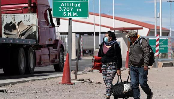 Aunque las autoridades chilenas celebren que desde la deportación de febrero bajaron en 92% los ingresos clandestinos por la frontera con Bolivia, el drama sigue con un flujo migratorio que genera hostilidad entre los chilenos. (Foto: AFP)