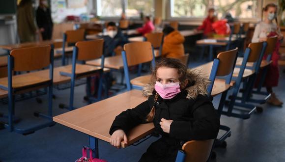 Los niños del sur de Asia, América Latina y el Caribe perdieron cada uno de media 110 días de educación, casi el triple que el alumnado de Europa Occidental (38 días) y más del doble respecto a otras zonas de Europa y de Asia (unos 46 días).  (Foto de Ina FASSBENDER / AFP).