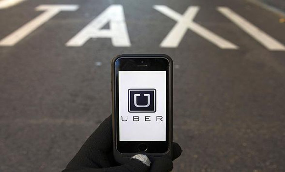 Los taxistas han realizado protestas en Barcelona para exigir una nueva regulación que limite la competencia directa de Uber y Cabify. (Foto: Reuters)<br>