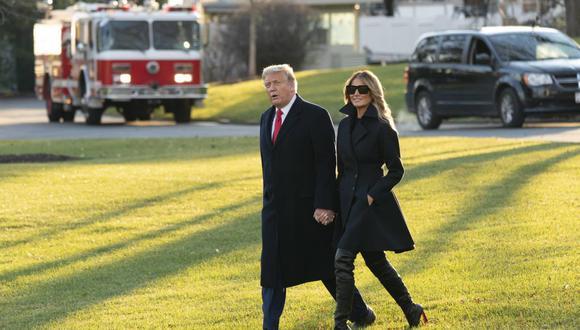El presidente de los Estados Unidos, Donald Trump, y la primera dama Melania Trump (derecha) salen de la Casa Blanca, en Washington, el 23 de diciembre de 2020, rumbo a Mar-a- Lago en Palm Beach, Florida. (Foto: EFE).