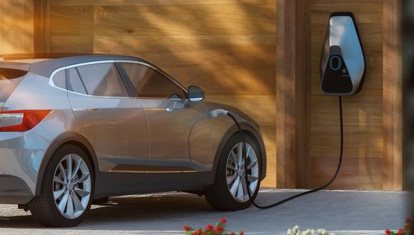 Desde el Gobierno se preparan incentivos para fomentar la compra de vehículos electrificados. (Foto: iStock)
