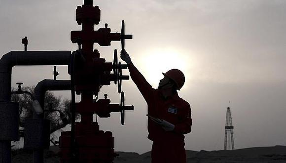 El recorte de producción de crudo será por seis meses a partir de enero. (Foto: AP)