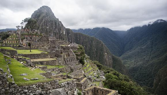 View of the archaeological site of Machu Picchu, in Cusco, Peru during its reopening ceremony on November 01, 2020, amid the new coronavirus pandemic. - The Inca citadel of Machu Picchu reopened on Sunday in the framework of a gradual decrease in COVID-19 contagions in Peru, after remaining empty almost eight months, affecting the tourism sector severely (Photo by ERNESTO BENAVIDES / AFP)