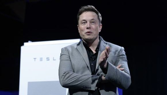 A Elon Musk se le atribuye frecuentemente la creación del primer automóvil eléctrico económicamente viable, el Tesla Roadster. (Foto: AFP)