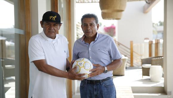 Hugo Sotil y Héctor Chumpitaz en CADE, en Paracas.
