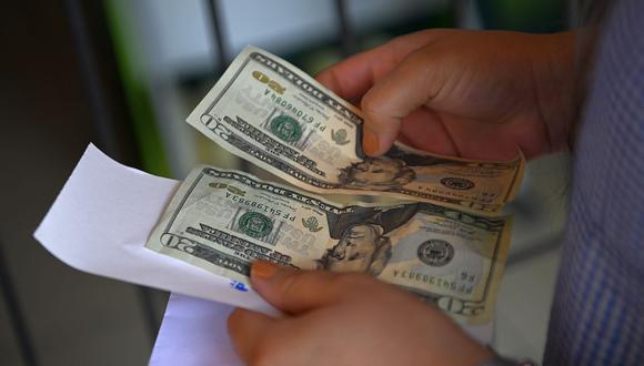 En el mercado paralelo o casas de cambio de Lima, el tipo de cambio se cotizaba a S/ 3.630 la compra y S/ 3.655 la venta. (Foto: AFP)