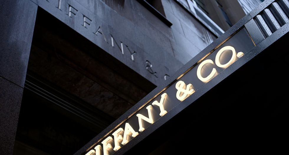 The logo of luxury jewelry and specialty retailer Tiffany & Co is seen on 5th Avenue in Manhattan on October 27, 2019  in New York City. - LVMH, the French owner of Louis Vuitton, is exploring a takeover of Tiffany & Co to expand in the US jewelry market, according to reports. (Photo by Johannes EISELE / AFP)