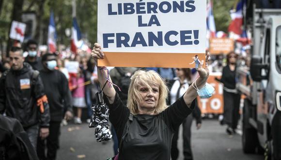 Cerca de dos centenares de marchas se organizaron por todo el país con un público muy heteróclito social y políticamente. (Imagen referencial de STEPHANE DE SAKUTIN / AFP).