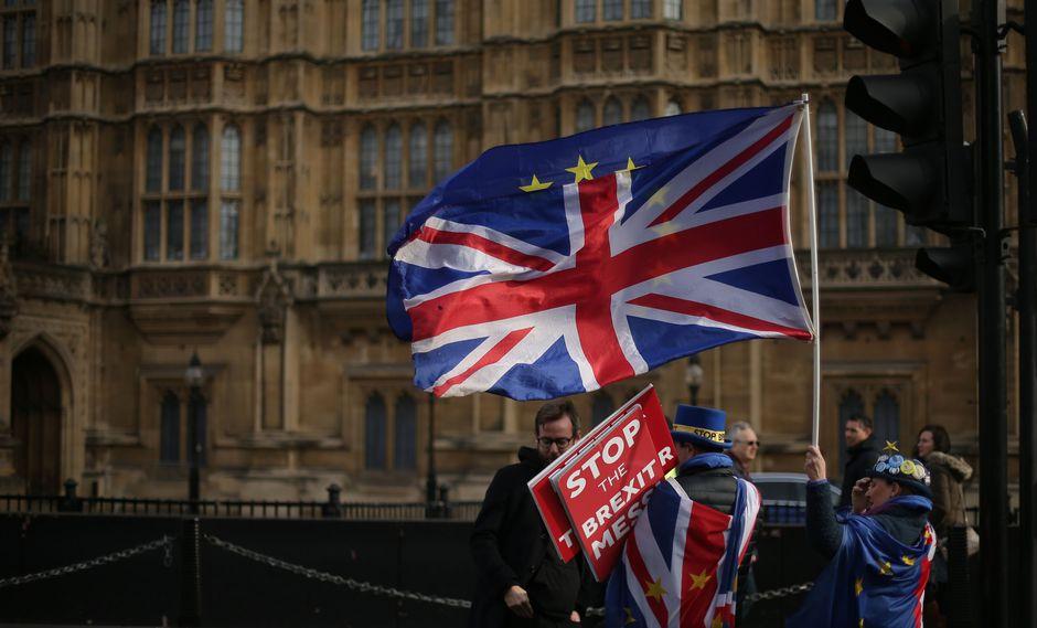 Cada vez queda menos tiempo para encontrarle un acuerdo al Brexit. (Foto: AFP)