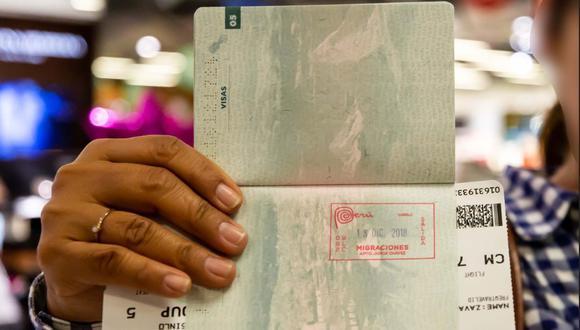 Viajeros deben cumplir directivas de los ministerios de Salud y de Transportes y Comunicaciones para abordar un vuelo comercial o humanitario. (Foto: Migraciones)
