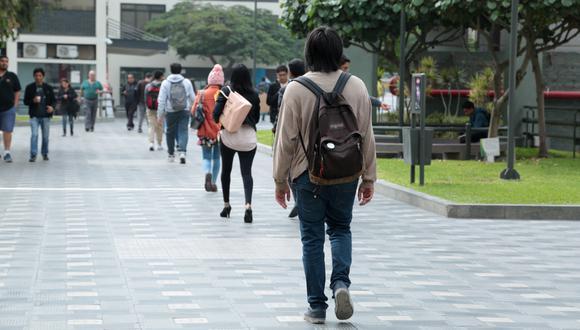 El ingreso laboral promedio para los egresados universitarios se ha incrementado durante el periodo 2012-2018 de S/22 400 anuales (2012) a S/26, 600 (2018), según Sunedu.  (Foto: GEC)