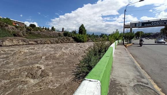 El aumento del afluente activó la alerta en las autoridades locales. (Foto: Leonardo Cuito)