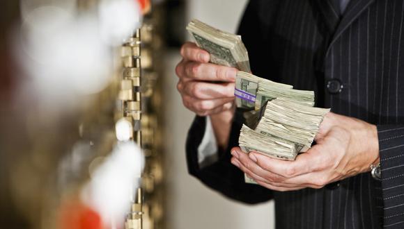 Testaferros. Ahora bancos tienen muy presente este riesgo. Defraudación tributaria es la segunda fuente de lavado de dinero, en cuanto a monto investigado. (Foto: ISTOCK)