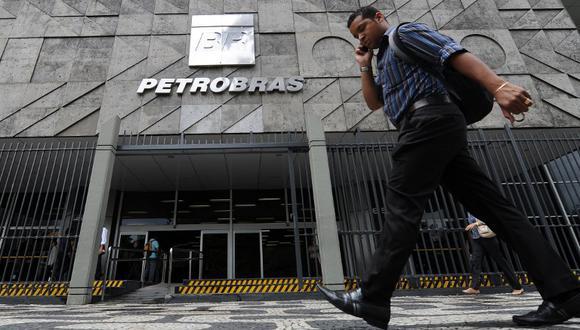 Las acciones de Petrobras cayeron hasta 4.1% a 31.51 reales después del anuncio, la mayor contracción en operaciones intradiarias desde el 6 de noviembre.