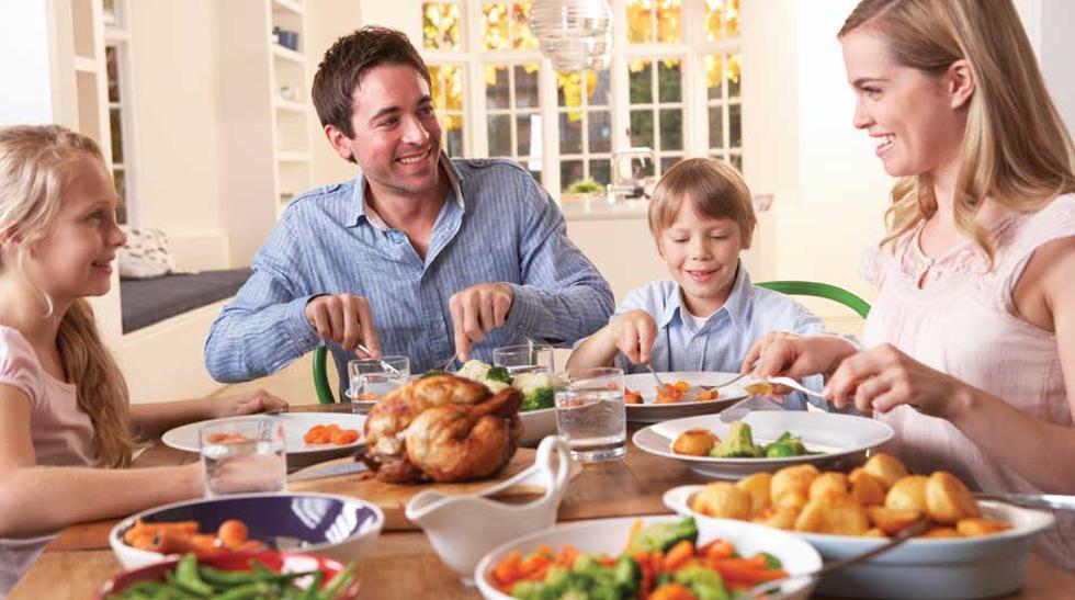 Tiempo de calidad. Compartir tiempo en la mesa es importante para el crecimiento saludable de una familia. Y es vital aislarse de distractores que puedan quitarle protagonismo a la merienda común. Es decir, cero televisión y celulares. Sus hijos se lo agr