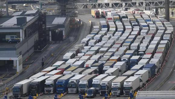 El tiempo de control en Dover (sudeste de Gran Bretaña), podrá aumentar hasta a más de un minuto por persona, frente a 20 segundos actualmente. (Foto: AFP)