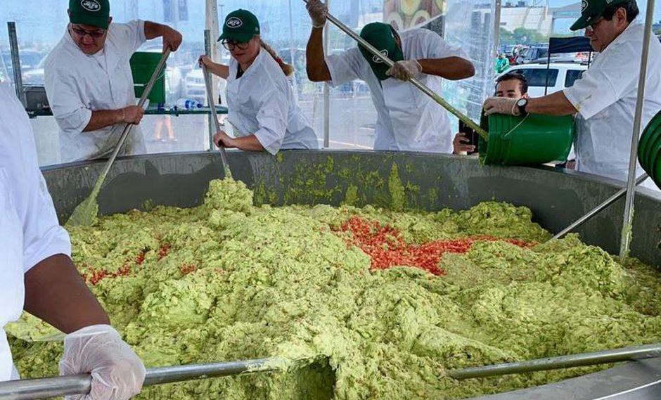 El guacamole es una popular salsa de origen mexicano que es muy común en EE.UU. como complemento de piqueos durante encuentros deportivos. (Foto: Avocados from Peru)